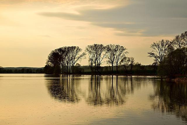 lake-2195815_640
