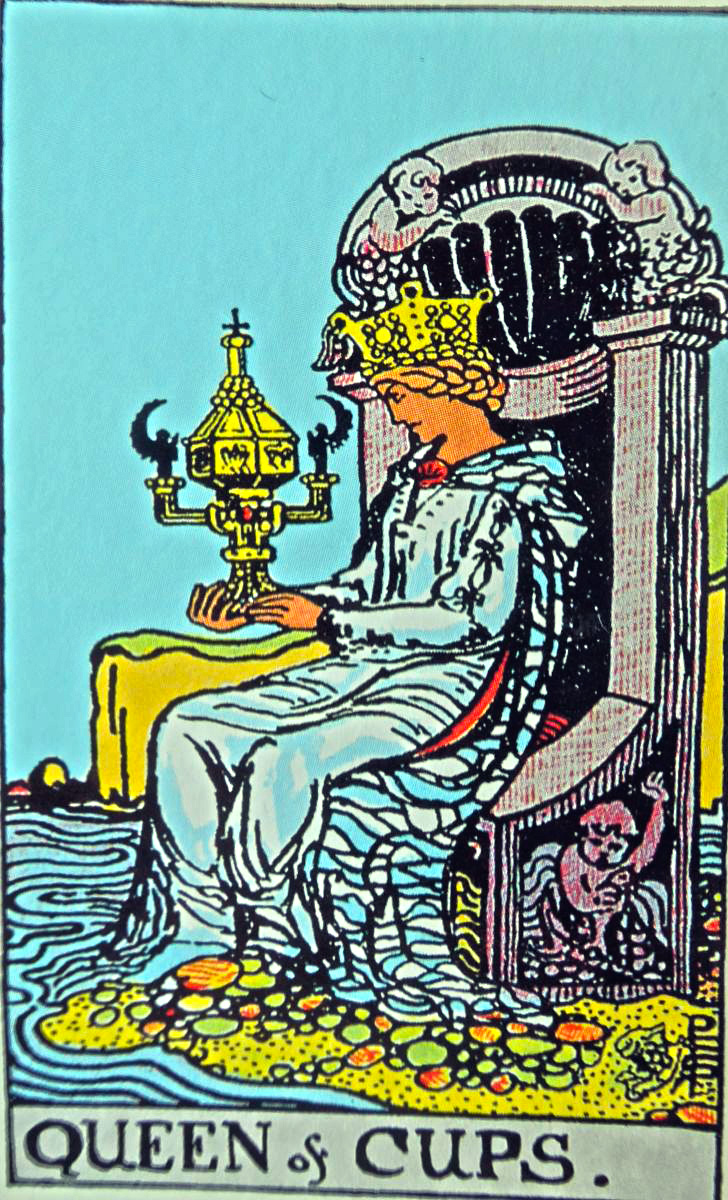 queen of cups  mundus volubilis